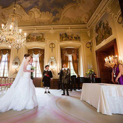 Символічна весільна церемонія в замку Добриш, Весілля в Чехії, Весільна церемонія в Чехії, весілля за кордоном, весільна церемонія за кордоном
