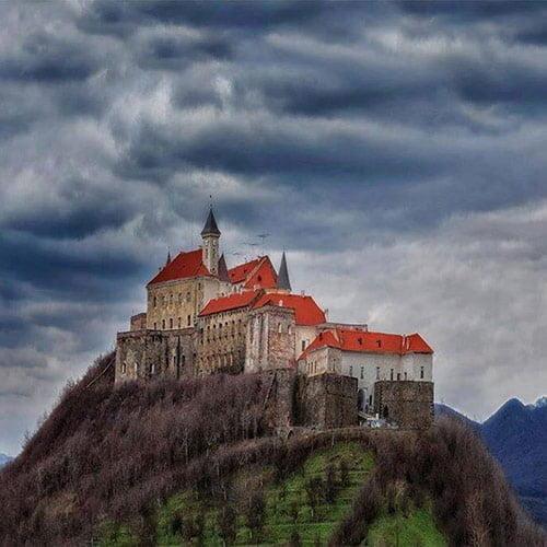 Екскурсії Україною Сиро-Винний тур Закарпаттям, палац шенборнів, замок паланок