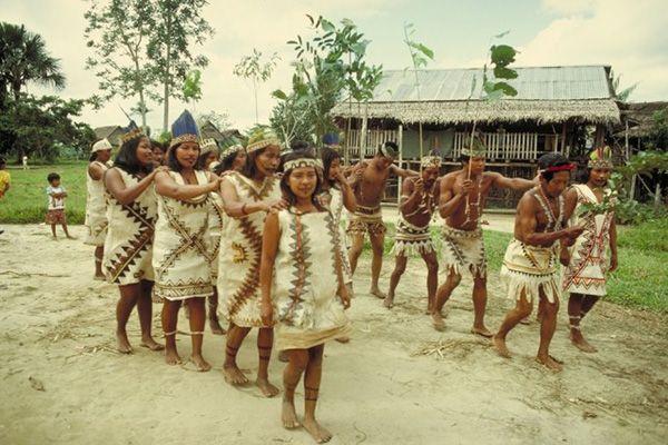Відвідати одне із місцевих племен