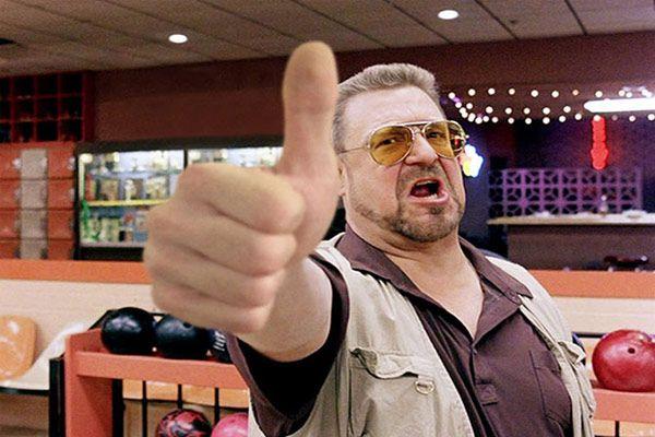 показувати великий палець