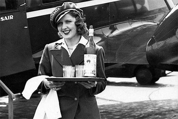 перша бортпровідник жінка